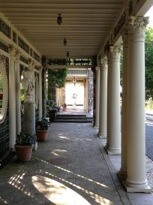 3.Kikuit Porch
